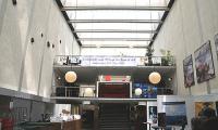 Die Eingangshalle der Universität, in der die Ausstellung stattfand