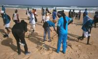 A moment during the beach clean-up in Cayar, 5 May, World Environment Day 2012